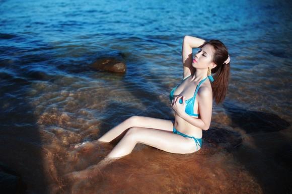 """""""Bỏng mắt"""" ngắm Phạm Minh Minh diện bikini ảnh 9"""