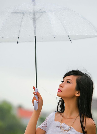 Người mẫu Xuân Thuỳ sành điệu bất chấp thời tiết ảnh 2