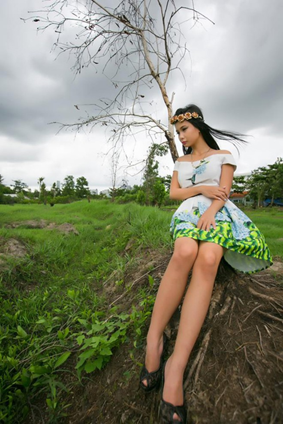 Người mẫu Xuân Thuỳ sành điệu bất chấp thời tiết ảnh 4