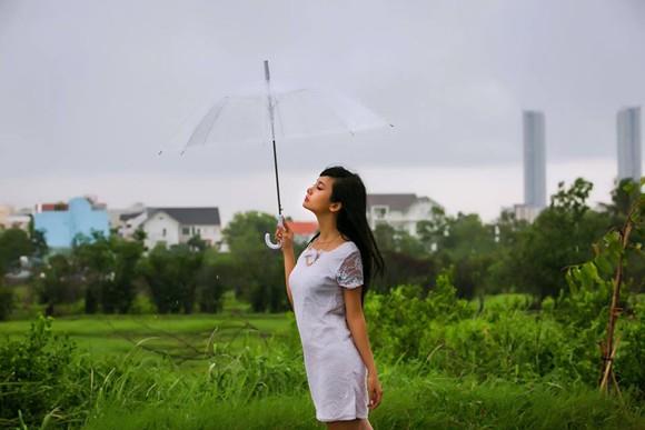 Người mẫu Xuân Thuỳ sành điệu bất chấp thời tiết ảnh 6