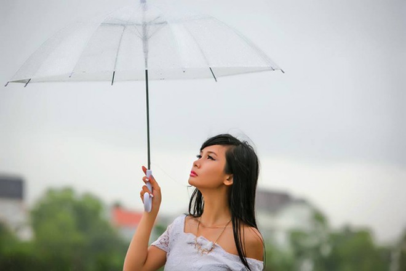 Người mẫu Xuân Thuỳ sành điệu bất chấp thời tiết ảnh 7