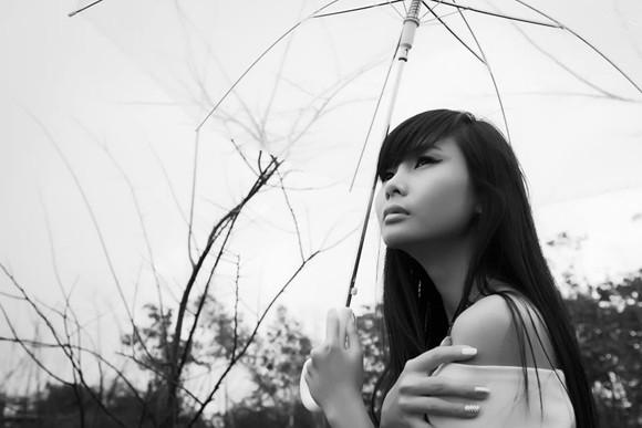 Người mẫu Xuân Thuỳ sành điệu bất chấp thời tiết ảnh 9