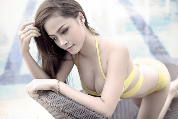 """Hot girl Đặng Hà Vy """"bốc lửa"""" bên hồ bơi ảnh 3"""