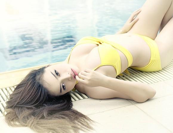 """Hot girl Đặng Hà Vy """"bốc lửa"""" bên hồ bơi ảnh 5"""
