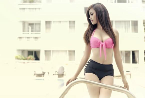 """Hot girl Đặng Hà Vy """"bốc lửa"""" bên hồ bơi ảnh 9"""