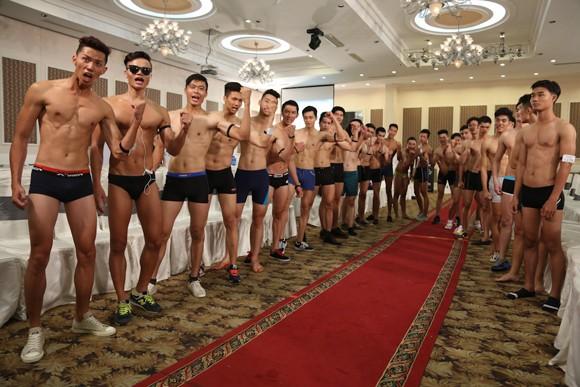 Thí sinh Vietnam's Next Top Model khoe cơ bắp trong phần thi hình thể ảnh 3