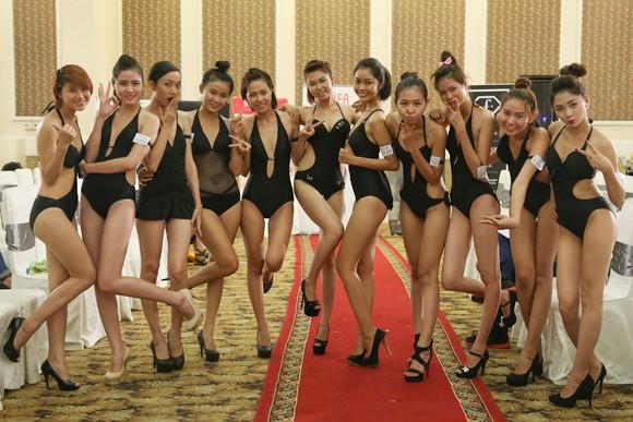 Thí sinh Vietnam's Next Top Model khoe cơ bắp trong phần thi hình thể ảnh 5