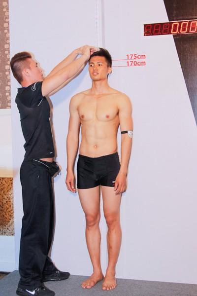 Thí sinh Vietnam's Next Top Model khoe cơ bắp trong phần thi hình thể ảnh 6