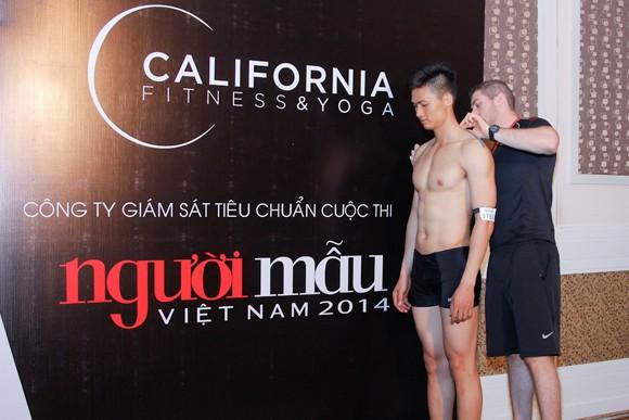 Thí sinh Vietnam's Next Top Model khoe cơ bắp trong phần thi hình thể ảnh 7