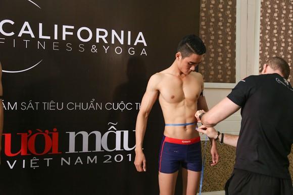 Thí sinh Vietnam's Next Top Model khoe cơ bắp trong phần thi hình thể ảnh 8
