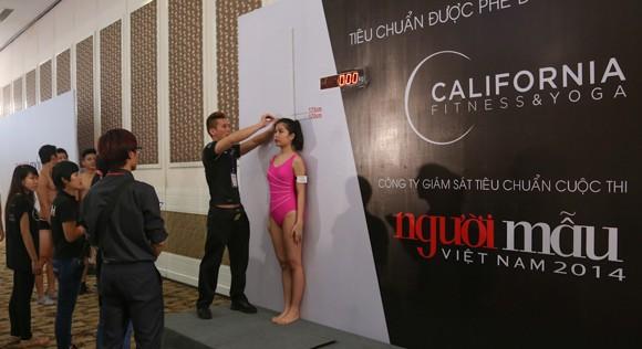 Thí sinh Vietnam's Next Top Model khoe cơ bắp trong phần thi hình thể ảnh 9