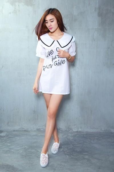 Á khôi Tăng Huỳnh Như gợi cảm với trang phục trắng đen tối giản ảnh 1