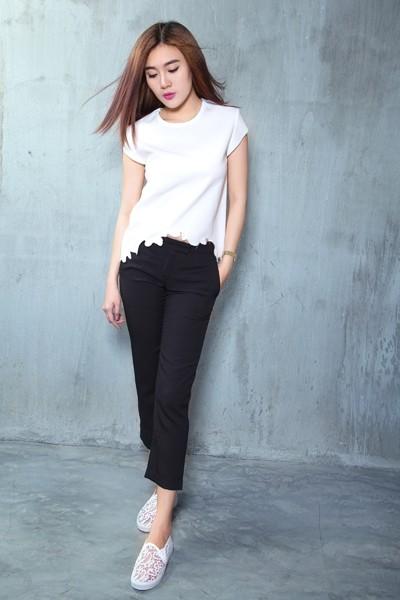 Á khôi Tăng Huỳnh Như gợi cảm với trang phục trắng đen tối giản ảnh 6