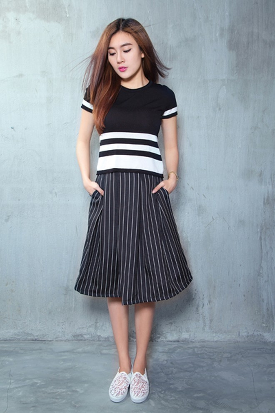 Á khôi Tăng Huỳnh Như gợi cảm với trang phục trắng đen tối giản ảnh 7