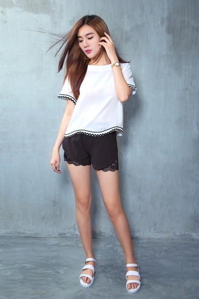 Á khôi Tăng Huỳnh Như gợi cảm với trang phục trắng đen tối giản ảnh 10