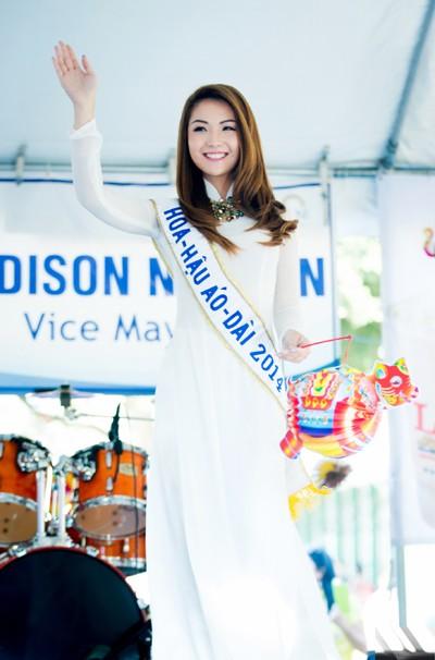 Hoa hậu gốc Việt Jennifer Chung tổ chức Trung thu cho trẻ em TP. San Jose