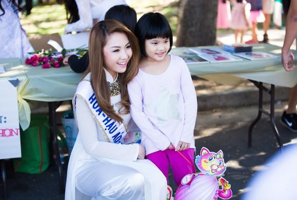 Hoa hậu gốc Việt Jennifer Chung tổ chức Trung thu cho trẻ em TP. San Jose ảnh 6