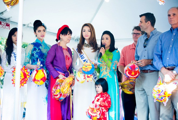 Hoa hậu gốc Việt Jennifer Chung tổ chức Trung thu cho trẻ em TP. San Jose ảnh 8
