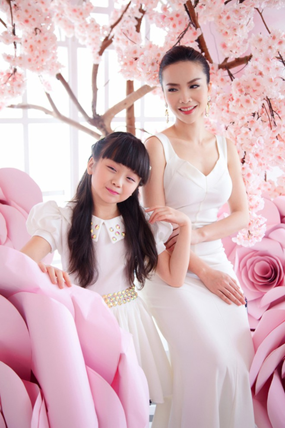 Yến Trang khoe sắc kiêu sa bên học trò cưng ảnh 6