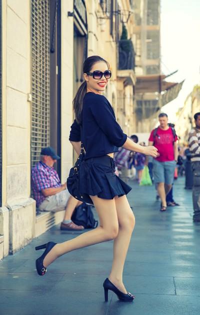 Quách An An diện váy siêu ngắn khoe chân dài trên phố ảnh 7