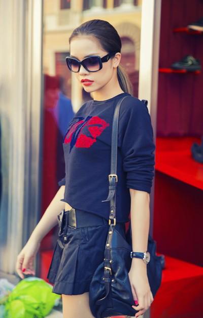 Quách An An diện váy siêu ngắn khoe chân dài trên phố ảnh 8
