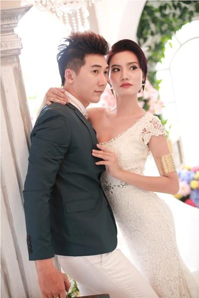 Dương Hiểu Ngọc tạo dáng quyến rũ bên Nam Phong