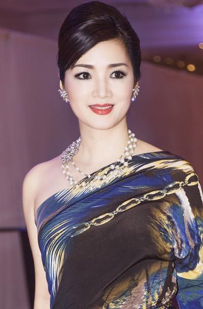 Hoa hậu Giáng My khoe lưng trần trắng nõn kiêu sa ảnh 3