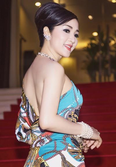 Hoa hậu Giáng My khoe lưng trần trắng nõn kiêu sa ảnh 6