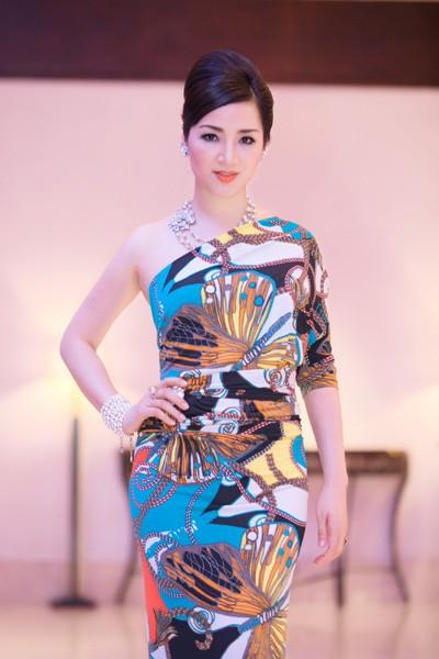 Hoa hậu Giáng My khoe lưng trần trắng nõn kiêu sa ảnh 8