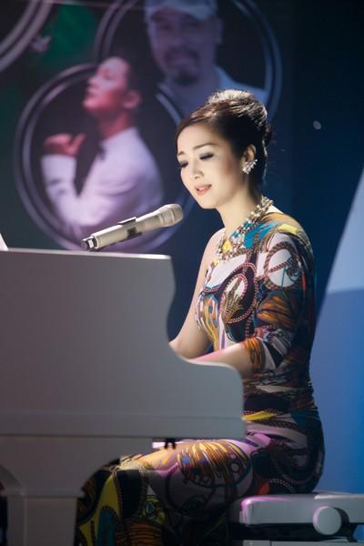Hoa hậu Giáng My khoe lưng trần trắng nõn kiêu sa ảnh 9