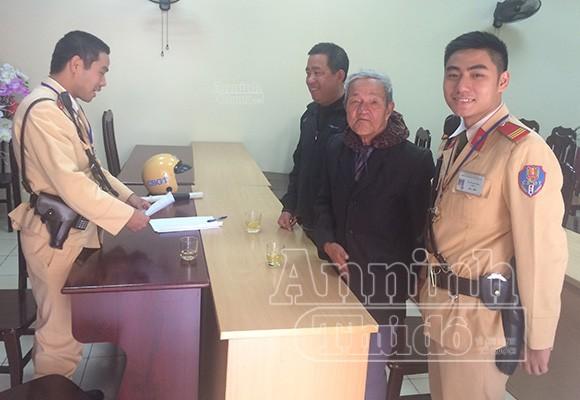 Cụ già 83 tuổi từ Bắc Giang xuống tận Hà Nội tìm con ảnh 1