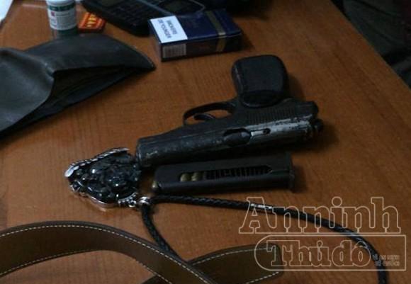 """Trốn viện tâm thần, mang theo súng K59 đề phòng bị... """"chơi"""" ảnh 3"""
